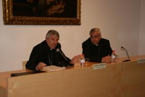 Mons. Javier Martínez junto a Mons. Braulio Rodríguez, en la clausura de la X Semana de la familia.