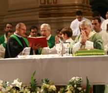 El nuevo Deán concelebró la Eucaristía con Mons. Martínez.