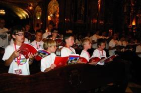 Coro de niños en San Juan de Dios, durante la Oración por la paz.