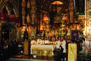 Mons. Martínez preside la Eucaristía en la Novena a la Virgen de las Angustias.