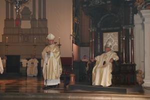 Mons. Rico Pavés junto a Mons. Martínez en la S.I. Catedral.