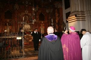 Ante la Virgen de las Angustias, Catedral Vía Crucis