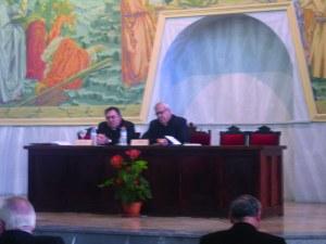 Mons. Martínez, Arzobispo de Granada y Mons. Mazuelos, Obispo de Jerez, en la conferencia inaugural.