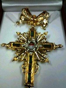 Cruz pectoral reliquia de San Juan de Dios, que llevará en su pecho la Virgen de la Esperanza.