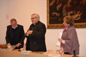 Mons. Javier Matínez, junto a los delegados de la Pastoral Familiar.