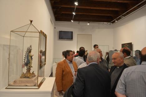 """Los asitentes visitaron la exposición """"De ílípula al Sacromonte"""", en la Curia Metropolitana."""