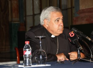 Mons. Martínez, en su intervención en la conferencia en Cádiz.