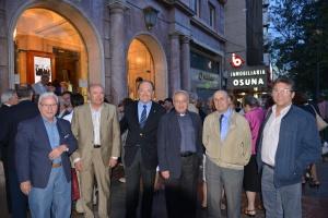 D. Manuel Reyes y el concejal del Ayuntamiento Eduardo Caracuel, junto a miembros del Grupo.