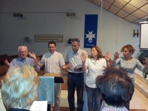 Católicos y evangélicos rezan juntos.
